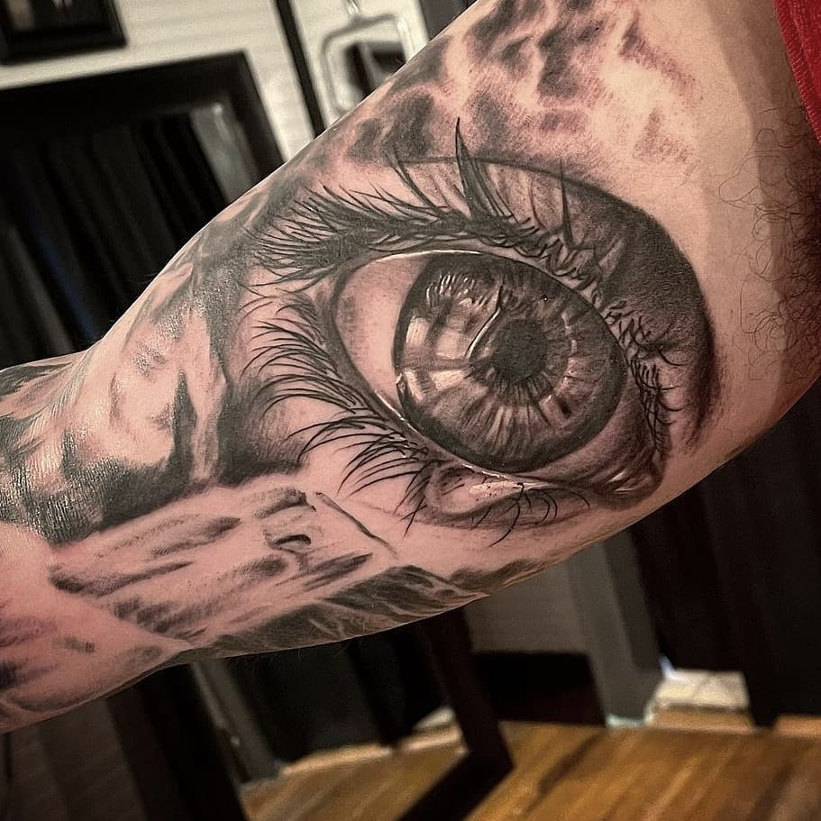 Eye by Chico Lou's Fine tattoos studio in Athens Georgia GA. Artist - Veronica Hahn